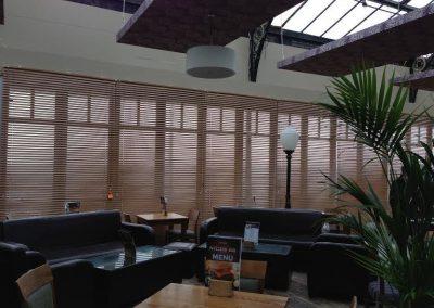 verticle-blinds-for-restaurantsjpe