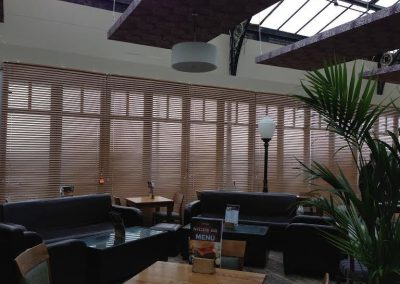 verticle-blinds-for-restaurantsjpe